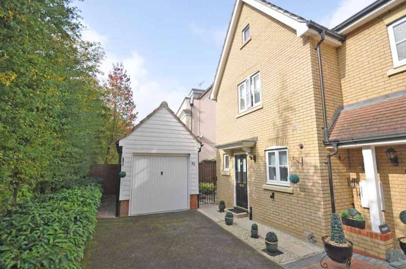 3 Bedrooms Semi Detached House for sale in Tailors Close, Great Notley, Braintree, CM77