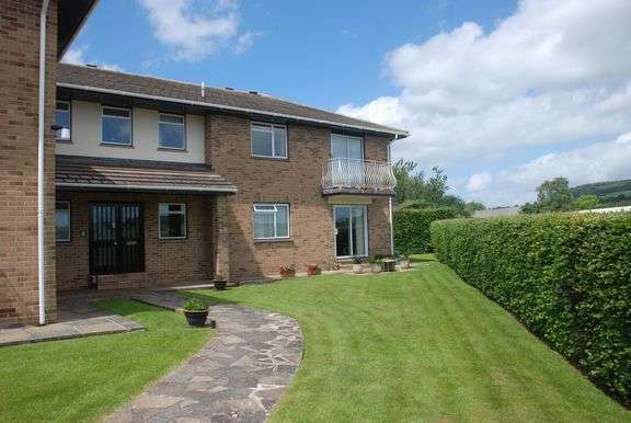2 Bedrooms Flat for sale in Balfours, Sidmouth