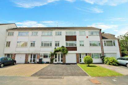 3 Bedrooms Terraced House for sale in Pilgrims Way, Downend, Bristol