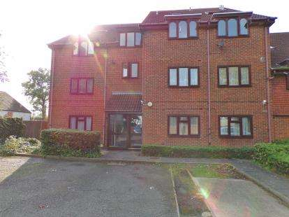 1 Bedroom Flat for sale in Reverend Close, Harrow, Middlesex