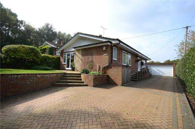 3 Bedrooms Detached Bungalow for sale in Chambers Road, Ash Vale, Surrey