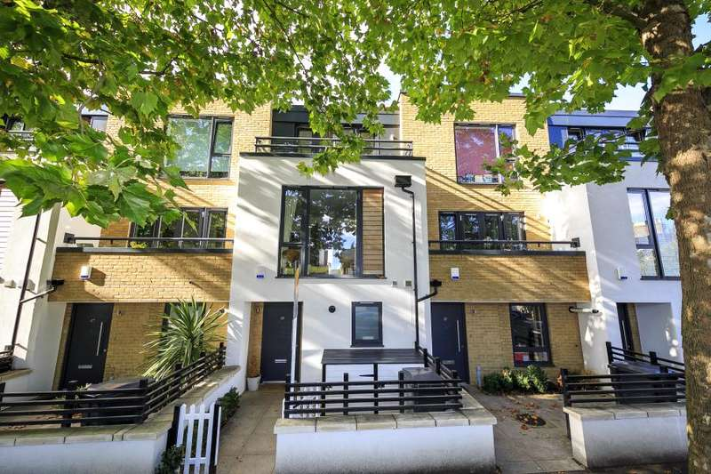 4 Bedrooms Town House for sale in Somerset Road, Teddington, TW11