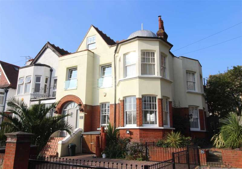 4 Bedrooms Apartment Flat for sale in Chalkwell Hall Estate