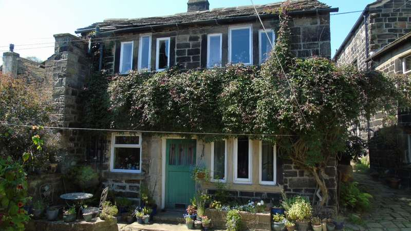 2 Bedrooms Cottage House for sale in Swan Fold Heptonstall Hebden Bridge