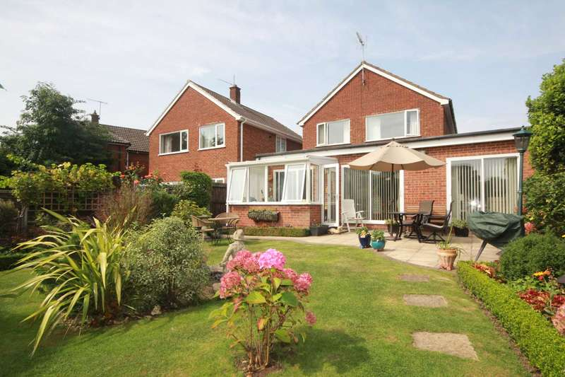 3 Bedrooms Detached House for sale in OVER 1670 SQ FT 3 BED DETACHED CUL DE SAC/GARAGE IN Wellswood Close , HP2