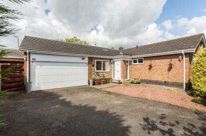 4 Bedrooms Bungalow for sale in Collingwood Crescent, Darras Hall, Ponteland, Northumberland, NE20