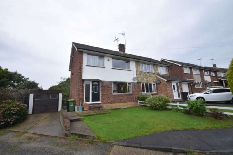 3 Bedrooms Semi Detached House for sale in Richmond Drive, Rayleigh, Essex, SS6