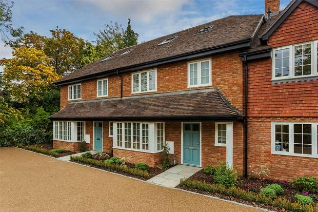 4 Bedrooms Terraced House for sale in Horsell, Woking, Surrey