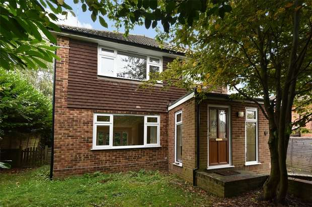 3 Bedrooms Detached House for sale in Wellington Road, CROWTHORNE, Berkshire