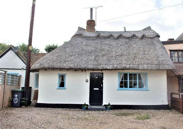 2 Bedrooms Detached House for sale in Dunmow, Essex