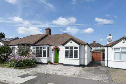 2 Bedrooms Bungalow for sale in Hillview Road, Chislehurst