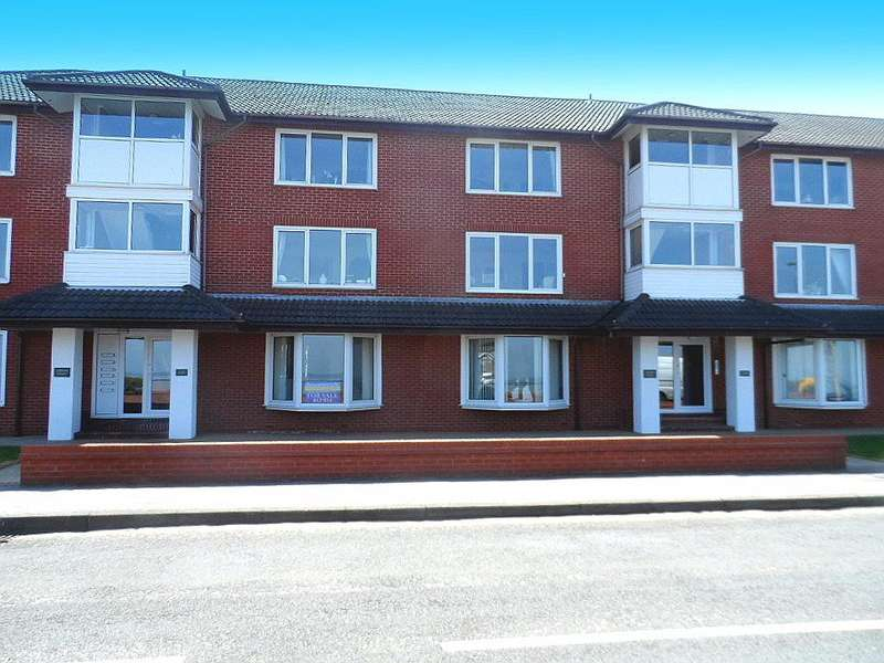 3 Bedrooms Flat for sale in Addison Court, Knott End on Sea, FY6 0AD