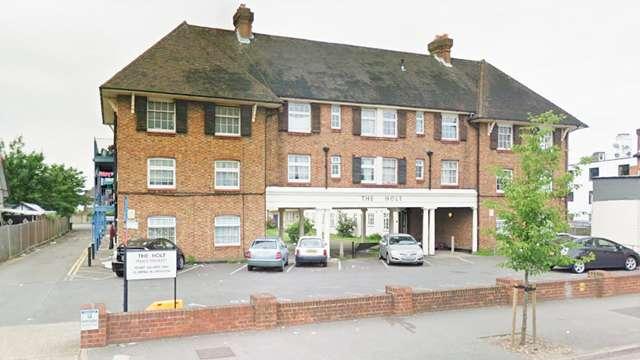 2 Bedrooms Flat for sale in The Holt, London Road, Morden, Surrey, SM4