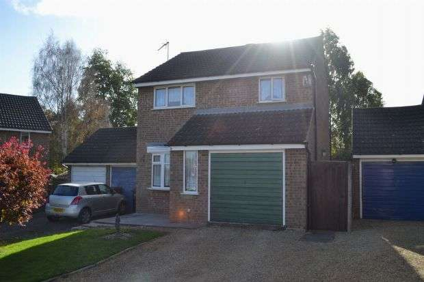 3 Bedrooms Detached House for sale in Jubilee Close, Roselands, Northampton NN4 8RS