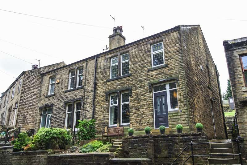 3 Bedrooms Semi Detached House for sale in Crimble Bank, Slaithwaite, Huddersfield, HD7