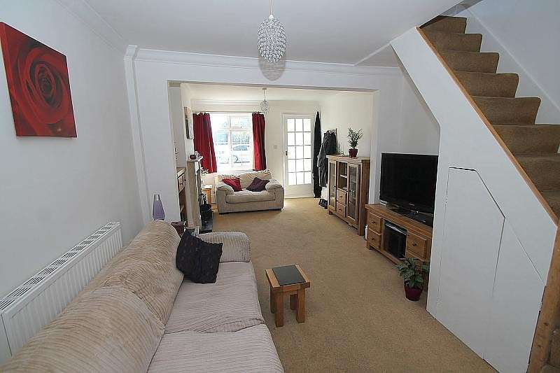 2 Bedrooms Terraced House for sale in Alexandra Road, Ashford, TW15