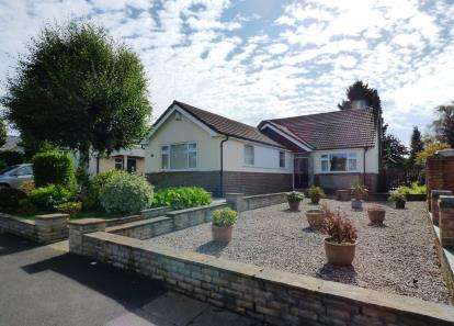 4 Bedrooms Bungalow for sale in Thornway, High Lane, Stockport, Greater Manchester