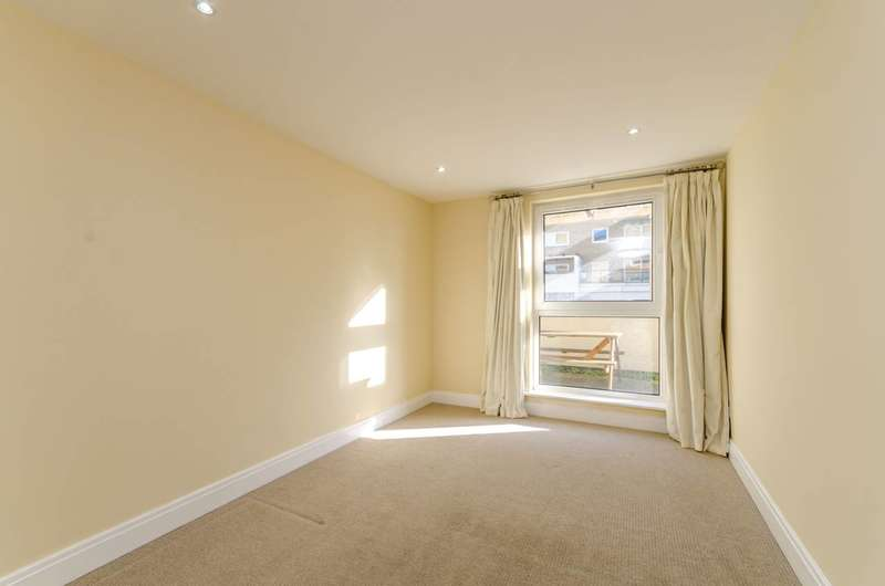2 Bedrooms Flat for sale in Smugglers Way, Putney, SW18