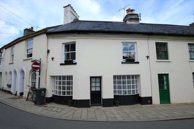 3 Bedrooms Terraced House for sale in Fore Street, Buckfastleigh, Devon