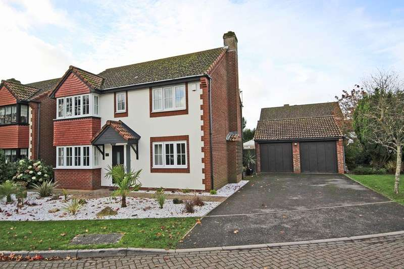 4 Bedrooms Detached House for sale in Millyford Close, Barton on Sea, New Milton
