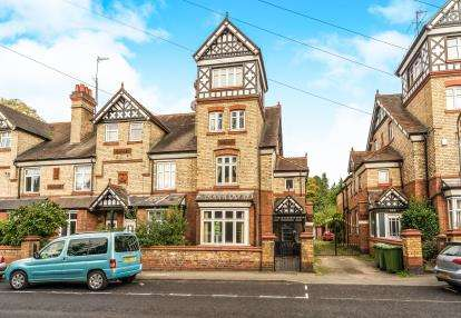 6 Bedrooms End Of Terrace House for sale in Park Lane, Kidderminster, Worcestershire