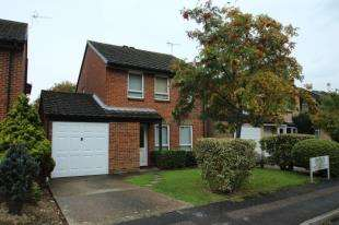 3 Bedrooms Detached House for sale in Oakfields, Worth, Crawley, West Sussex