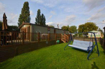 2 Bedrooms Mobile Home for sale in New Birdlake View, Little Billing, Northampton, Northamptonshire