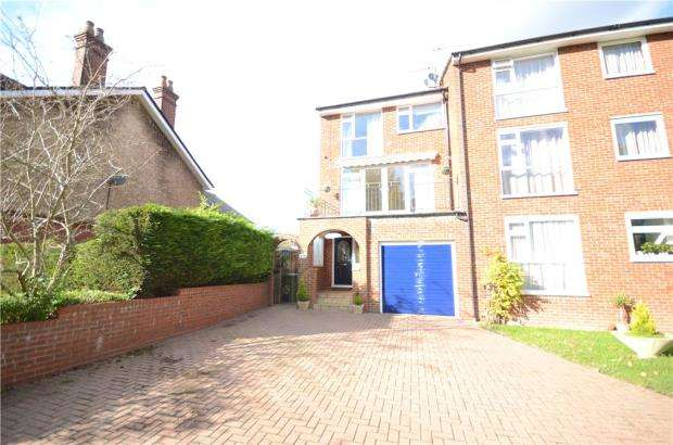 4 Bedrooms End Of Terrace House for sale in Lynchford Road, Farnborough, Hampshire