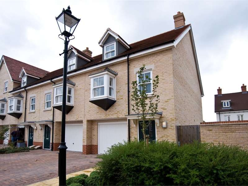 3 Bedrooms End Of Terrace House for sale in Garrison Parade, Colchester, Essex, CO2