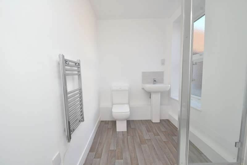 2 Bedrooms Flat for sale in Parkstone