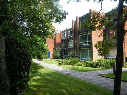 1 Bedroom Flat for sale in The Avenue, Sale, Greater Manchester