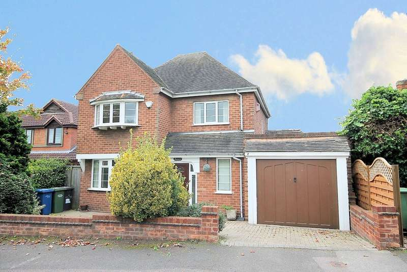 3 Bedrooms Detached House for sale in Woodcroft Avenue, Tamworth, B79 8BL