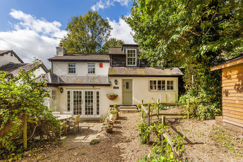 4 Bedrooms Detached House for sale in Tandridge Lane, Oxted, RH8