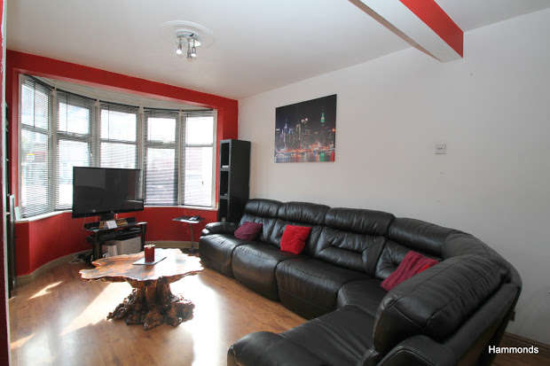 4 Bedrooms Terraced House for sale in ILFORD, Essex, IG2