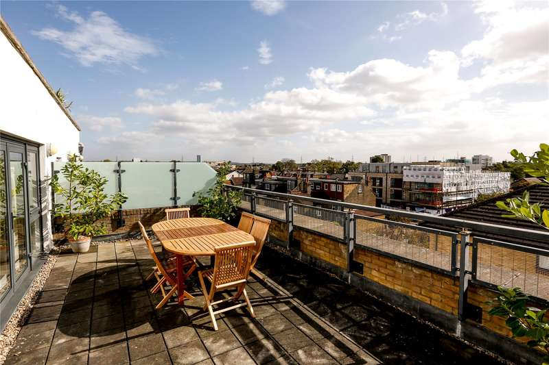 3 Bedrooms Flat for sale in Carrington House, 1A Montague Road, London, SW19