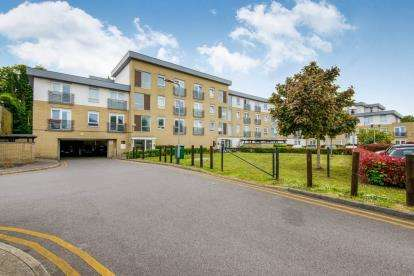 2 Bedrooms Flat for sale in 44 Station Avenue, Southend-On-Sea, Essex