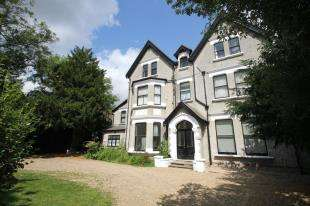 3 Bedrooms Flat for sale in Bromley Road, Shortlands, Bromley, Kent