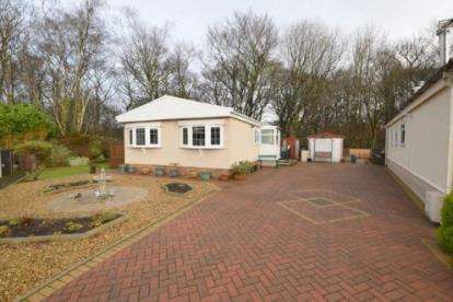 2 Bedrooms Bungalow for sale in Gawthorpe Edge, Padiham Road, Lancashire, BB12
