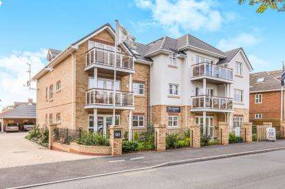 3 Bedrooms Flat for sale in New Milton, Hampshire