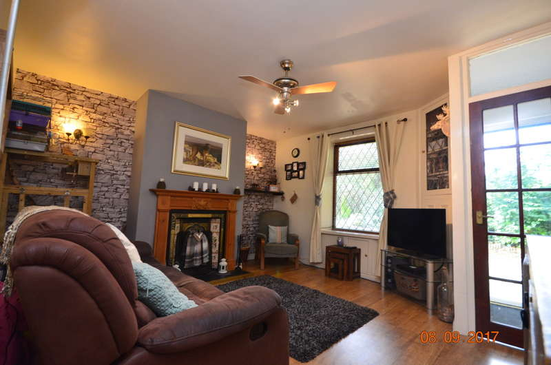 2 Bedrooms Cottage House for sale in Albert Street, Whitehall, Darwen