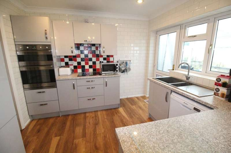 3 Bedrooms Detached Bungalow for sale in Wentworth Way, Hunmanby, Filey, YO14