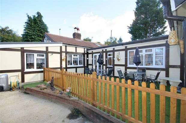 4 Bedrooms Detached Bungalow for sale in Norheads Lane, Biggin Hill, Westerham, Kent