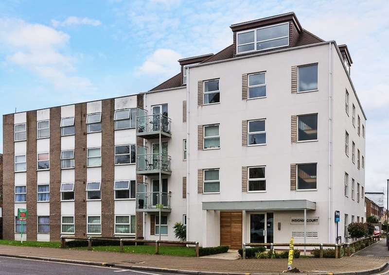 2 Bedrooms Flat for sale in Insignia Court, Church Road, Ashford, TW15