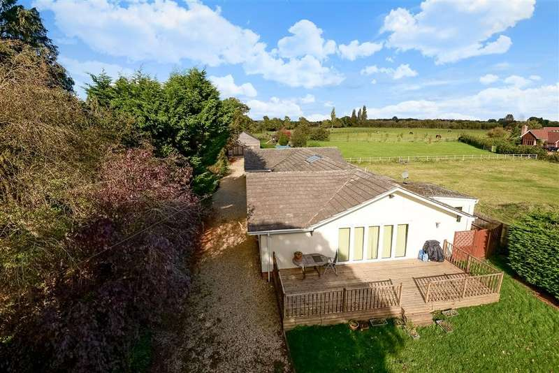 5 Bedrooms Detached Bungalow for sale in Milley Road, Waltham St Lawrence, RG10