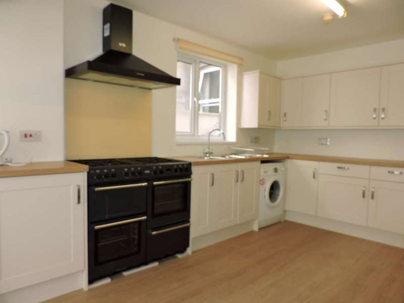 8 Bedrooms Terraced House for rent in Beach Road, Southsea