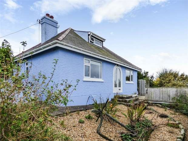 2 Bedrooms Detached House for sale in Bull Bay Road, Amlwch, Anglesey