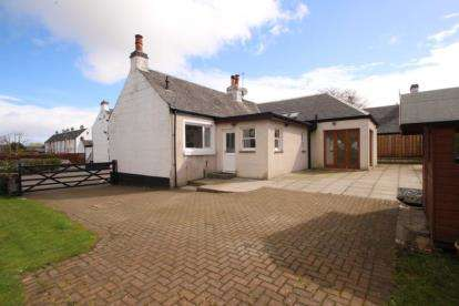 3 Bedrooms Bungalow for sale in Cochrane Place, Main Street