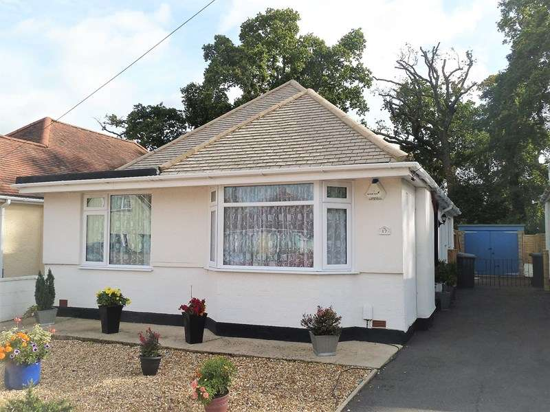 3 Bedrooms Detached Bungalow for sale in Royal Oak Road, Kinson, Bournemouth