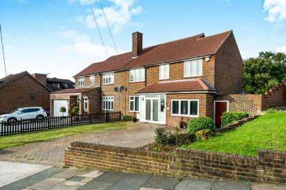 5 Bedrooms Semi Detached House for sale in Noak Hill, Romford, Havering