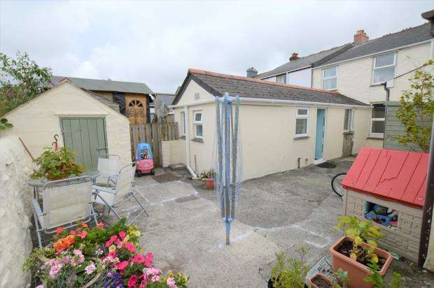 3 Bedrooms Terraced House for sale in Condurrow Road, Beacon, Camborne, Cornwall